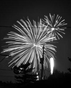 fireworks_6_black_and_white_by_rayvenstar-d35cvj2
