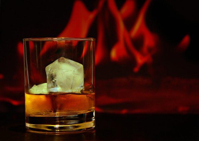 alcohol-alcoholic-beverage-blurry-162571.jpg