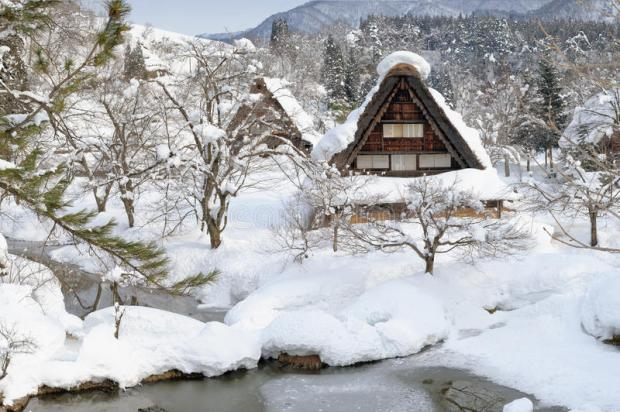 heavy-snow-shirakawa-go-26372718.jpg