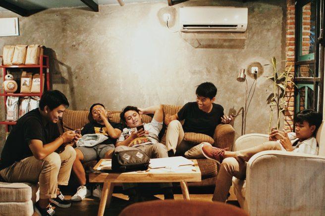 boys-cellphone-facial-expression-1036804.jpg